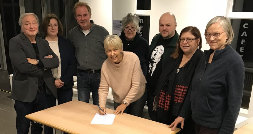 Im Vordergrund Ingeborg Balz, hinten von links: Michael Büker, Heike Schrader, Ingo Ellermann, Beate John, Maik Babenhauserheide, Irmgard Pehle, Angelika Fleischer