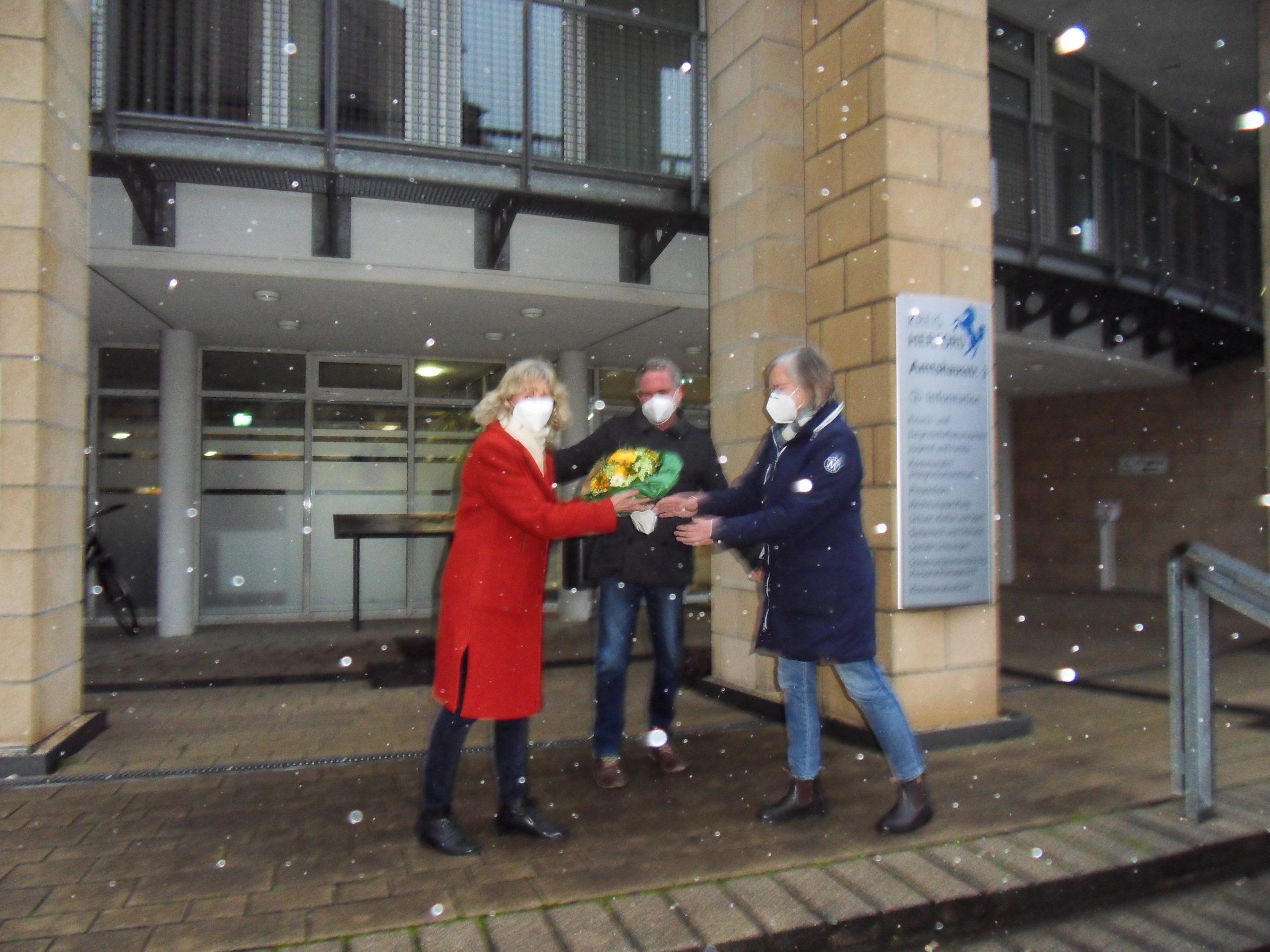 Kein Wetter kann sie hindern:  Grüne begrüßen die neue Dezernentin Dr. Beatrix Wallberg