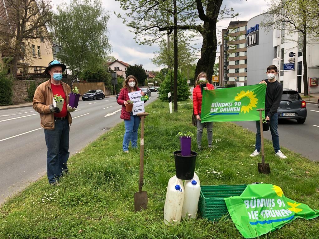 """GRÜNE Sonnenblumenaktion 2021/""""Für eine menschen- und umweltgerechte Stadt"""""""